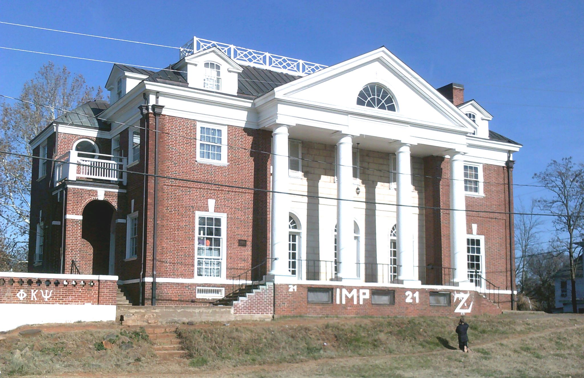Rolling Stone, fraternity agree to settle rape story lawsuit
