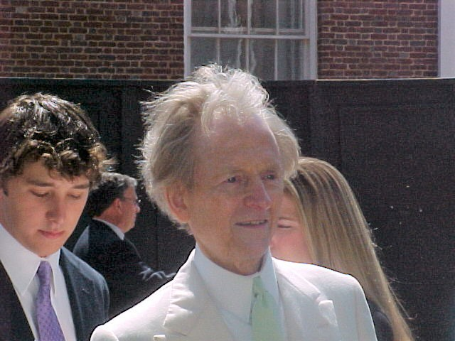 New journalism pioneer Tom Wolfe dead at 88